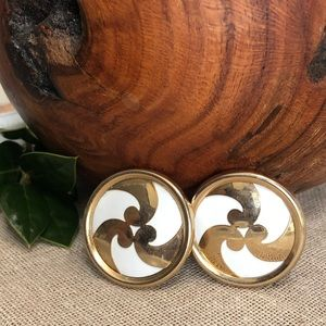 Sarah Coventry Vintage White & Gold Swirl Clip ons